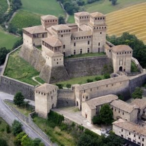 From Torrechiara castle to a winery for a tasting